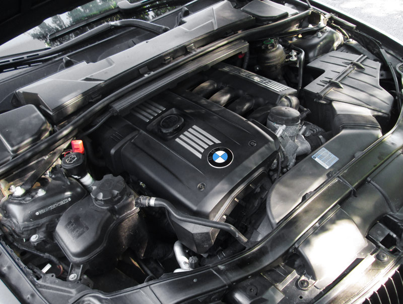BMW 323i 2.5L Inline 6 Engine