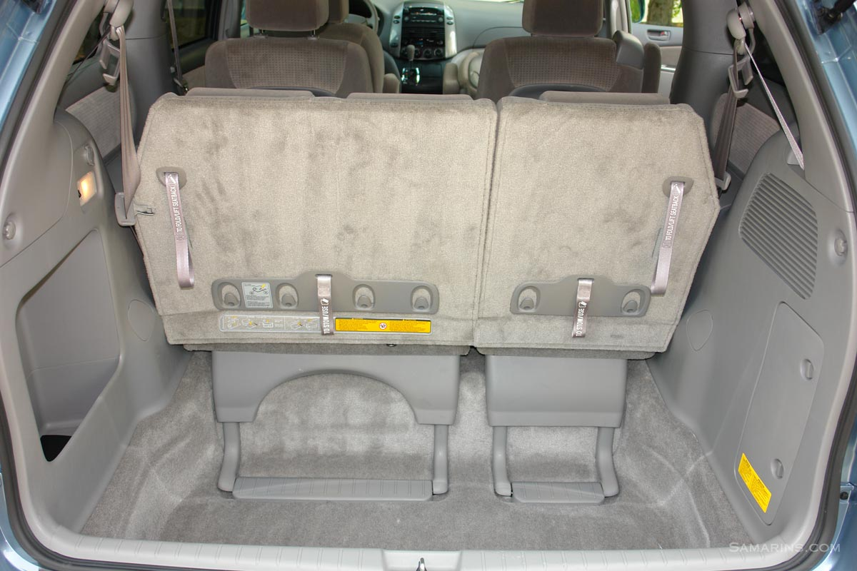 2007 Toyota Sienna Storage Well Behind The Rear Seat