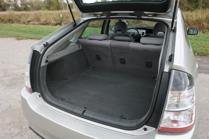 Attractive ... 2004 Toyota Prius Cargo Compartment